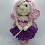 Wróżka Lenka - prosta lala zrobiona na szydełku według wzoru krok po kroku Lulu and Tete, techniką amigurumi. Na zdjęciu jest też jednorożec Oskar, jej ulubieniec, ze schematu na szydełko Lulu and Tete